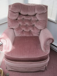 Rocking Swivel Chair (local delivery $10) - $40 Bettendorf, IA, USA