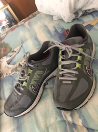 Pair of gray-and-white nike running shoes US 9 Davenport, 52807