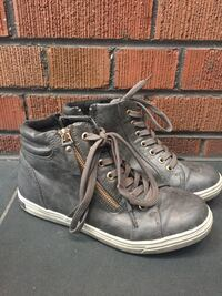 Gray hightop casual shoes. Toronto, M6G 1P3