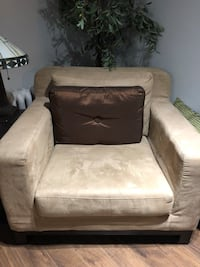 Accent chair microsuede like new Toronto, M4V 1J6