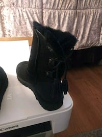 pair of black suede boots Tacoma, 98404