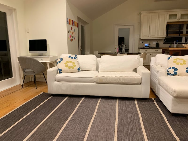 White couch and chair cd79bd82-6fa2-4ede-bd21-860f9c776917