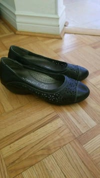 Size 7 comfort shoes with wedge  Barrie, L4N 7C1