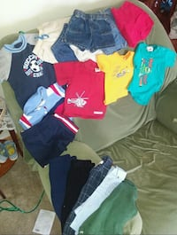Little boys clothes sizes 3 to 9 months Poca