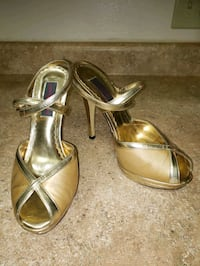 Just Sweet Gold Heel Shoes Size 6 1/2 Oakland, 94603