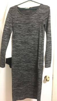 gray and black crew-neck long-sleeved dress