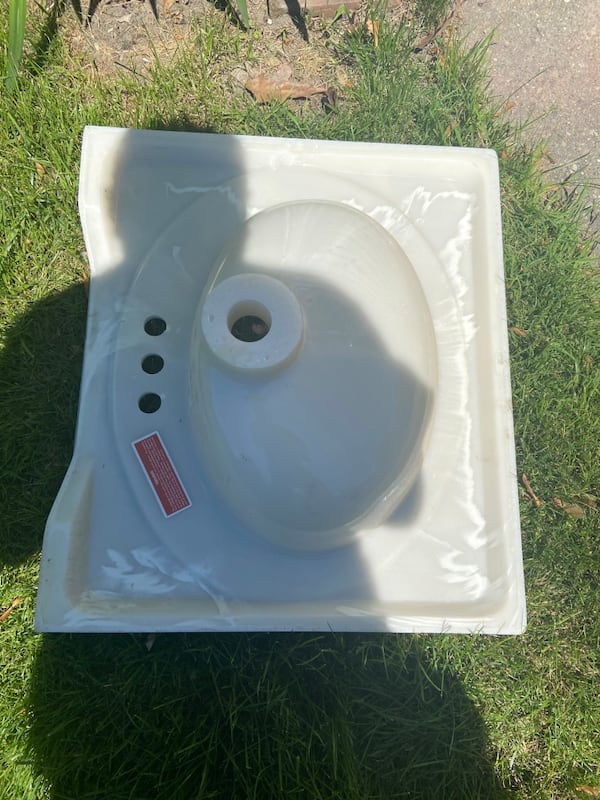Brand New Vanity Top Sink 2585f434-6e42-40cc-9402-559c7b2a7f92