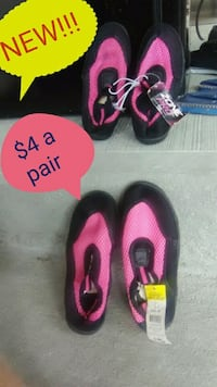pair of pink-and-black Nike shoes Independence, 41051