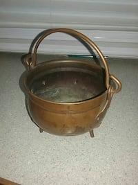 3 legged solid copper pot made in Holland Tyler, 75709