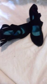 pair of black leather open-toe heeled sandals Manchester, 03102