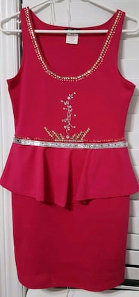 red and white scoop-neck cap-sleeved dress