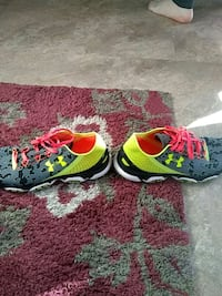 pair of green-and-white under armour running shoes 656 mi