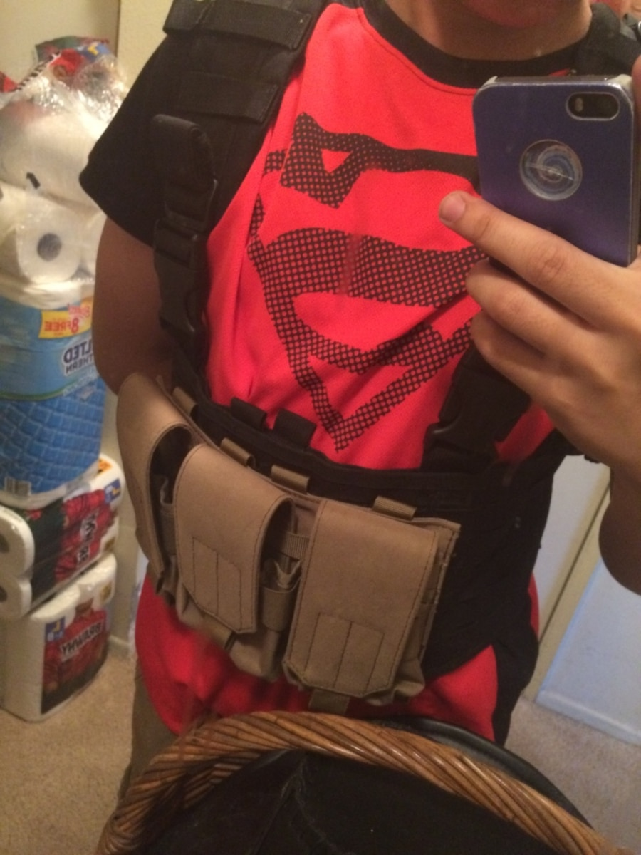 Airsoft/Paintball Vest with magpouches and hydration carrier - CA