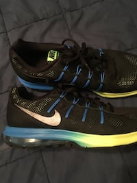 Nike Max Dynasty Sneakes 9.5 size mens Spencer, 01562