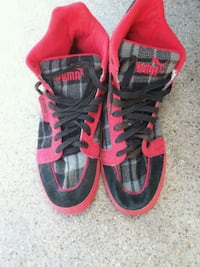 pair of red-and-black Nike basketball shoes Arlington, 76002