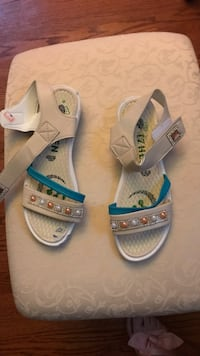 Pair of white-and-blue sandals Frederick, 21701