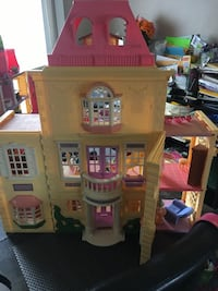 pink and white doll house 586 mi