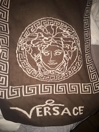 Versace scarf brown and beige brand new I paid 160 Montréal, H1H 1H2