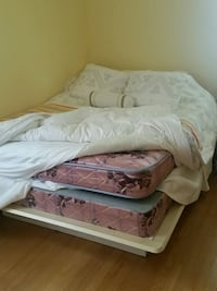 Queen size bed frame and mattress Chicago, 60707