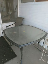 round glass top table with gray metal base Mesa, 85202