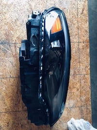 2019 Jeep Cherokee right side headlight oem excellent