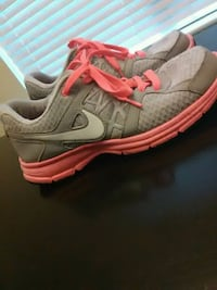 gray-and-pink Nike Air Relentless running shoes Kathleen, 31047