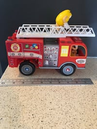 M&m fire truck works great Courtice, L1E 0H5