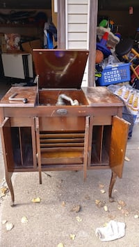 Old phonograph works with 200+ records including needles Minneapolis, 55421