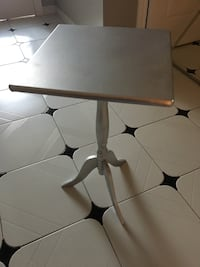 Small silver wood table really cute Laval, H7M