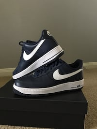 pair of black Nike low-top sneakers with box Cypress, 77429