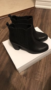 Pair of black leather round toe chunky heeled booties 493 km