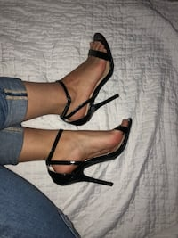 Strap heels  Kitchener, N2R 0A3