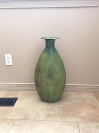 Green and brown ceramic vase Albuquerque, 87122