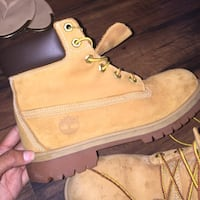 Timberlands size 11 great condition almost brand new with box Mississauga, L5K 2C7