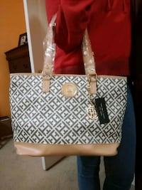 Beautiful tote bag in low price Mississauga, L4Z 3X7