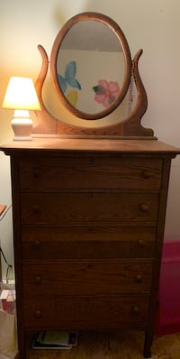 Antique Dresser - Must Pick up in Brick Brick, 08724