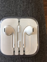 white Apple EarPods in case Pearland, 77581