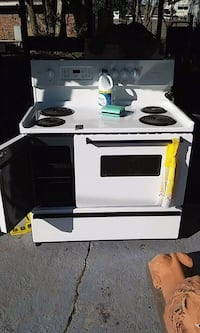 40 inch Fridgidaire electric stove/oven/broiler  Houma, 70364