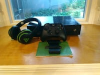 Xbox One 500gb Used twice, w/ Gaming headset Silver Spring, 20901
