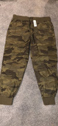 Garage camo pants (large) Edmonton, T5T 6B1