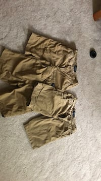 American Eagle khaki shorts. Size 26 men's.  Like new only worn a few times Greer, 29650