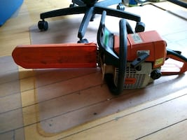 Stihl Chainsaw with 5 chains!
