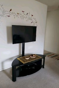 40 inch smart TV with stand Arlington, 22202