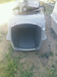 white and black pet carrier Wenatchee, 98801
