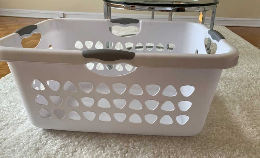 Laundry basket in great condition b0a7c1f4-1dc7-4854-b0a4-1620e651bb71
