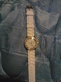 round gold-colored analog watch with link bracelet Langley Township, V4W 3H7