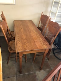 Solid Oak Table and 4 Chairs  Daytona Beach, 32117