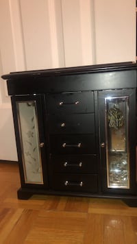 Jewelry box. Broken knob but I'm okay condition. Bought for $75  Vaughan, L6A 2P6