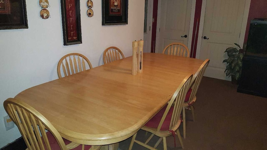 Used dining table with 6 chairs and hutch in carlsbad for Table 6 2 ar 71 32