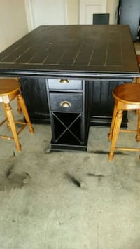 Bar top table with 4 stools Houston, 77084